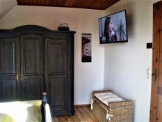 Elternschlafzimmer mit Fernseher