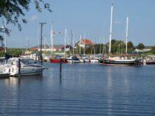 Yachthafen in unmittelbarer Nähe vom Ferienhaus Kolks Huus in Carolinensiel Harlesiel an der Nordsee