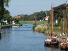 Boote auf der Harle in Carolinensiel in nächster Umgebung vom Ferienhaus Kolks Carolinensiel Harlesiel