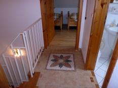 Flur oben verbindet die Schlafzimmer mit dem Bad im Ferienhaus Kolks Carolinensiel Harlesiel